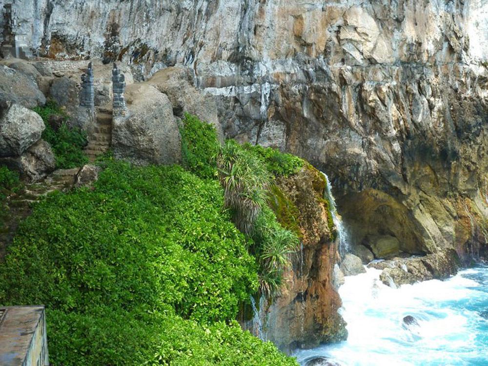 9-Peguyangan-Waterfall-by-Terrace-at-Kuta