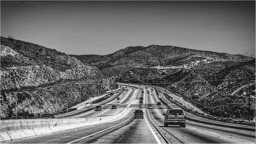 california road leica sky bw usa white mountain plant black tree monochrome berg grass car sign landscape lumix highway afternoon cross traffic unitedstates hill gray pole panasonic clear alpine freeway vegetation vehicle grayscale antelopevalley asphalt ilford dmc santaclarita centerdivider vasquezrocks fwy dmcfz18 aguadulcecanyonrd escondinocanyon