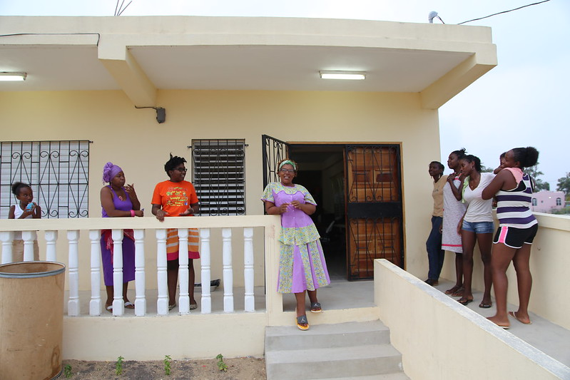 Michele Irving, surrounded by some of the POWA sisters outside of the newly built POWA house. Photo credit: © UNICEF/Belize/2014/Caroline Bach