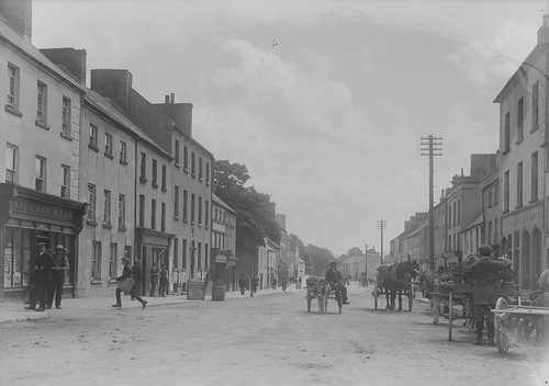 ireland 20thcentury eason munster glassnegative nenagh countytipperary michaelryan nationallibraryofireland countytown michaelhogan bridgetryan locationidentified easonson easoncollection easonphotographiccollection catholicparishregistersatnli hanoraryan