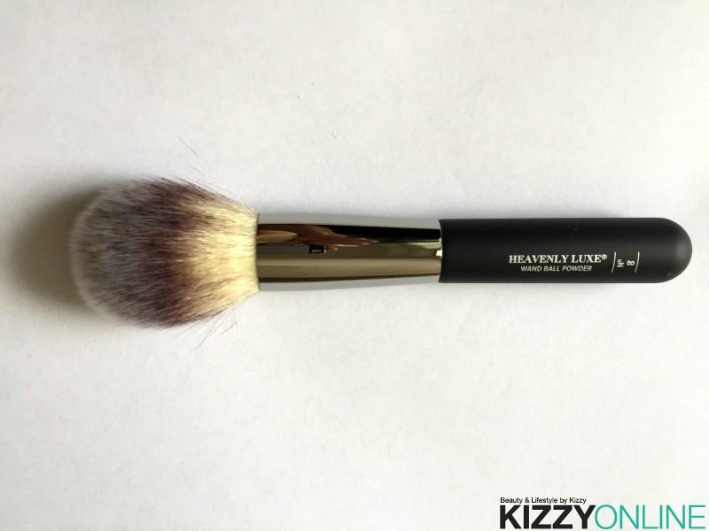 it Cosmetics Heavenly Luxe Wand Ball Powder #8 brush