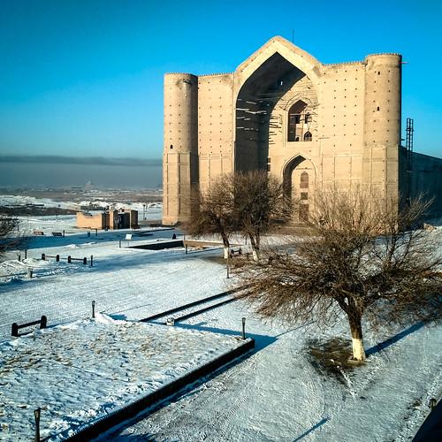 turkistan southkazakhstanregion kazakhstan kz turkestan khojaahmedyasawi ahmedyasawi khoja ahmed yasawi snow cold front gate mausoleum 20161130