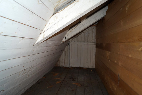Loft ved kontorfløy bak vegg brutt inn ved rom 38 (2)