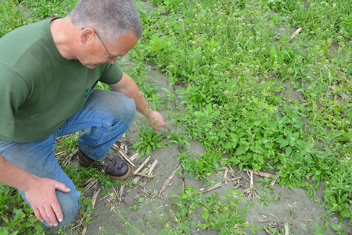 Lorenzo Whitcomb explaining the soil and water quality benefits of conservation practices