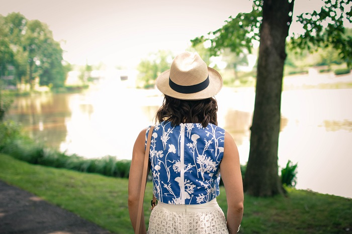 kate spade saturday crop top. printed crop top. jcrew panama hat.