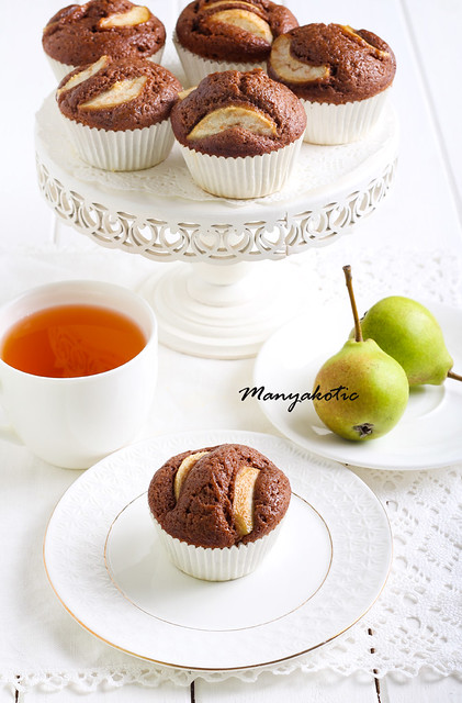 Pear and chocolate cakes