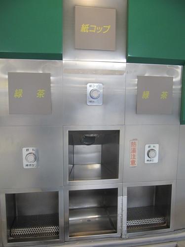 中山競馬場の給茶コーナーの熱湯注意