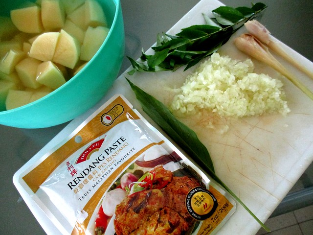 Dollee rendang paste with extras