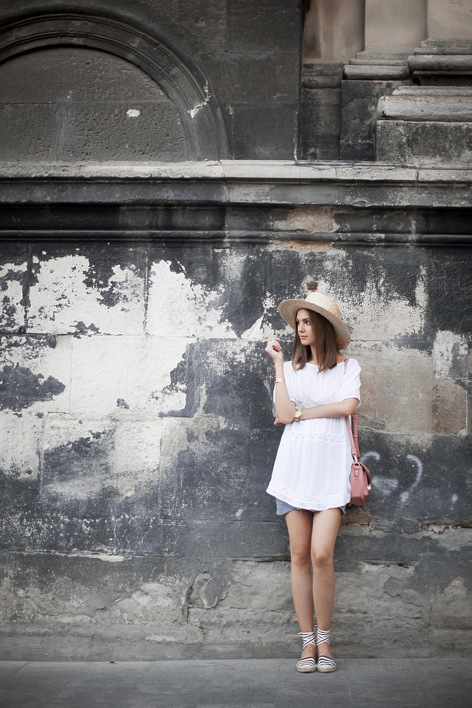 Look-white-frilly-top-espadrilles-street-style