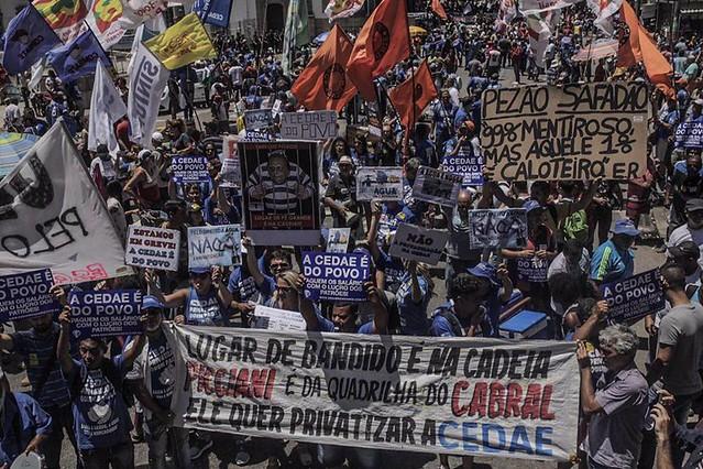 Milhares de trabalhadores protestaram, no centro do Rio, contra a privatização da empresa de saneamento, a Cedae - Créditos: Foto: Mídia Ninja