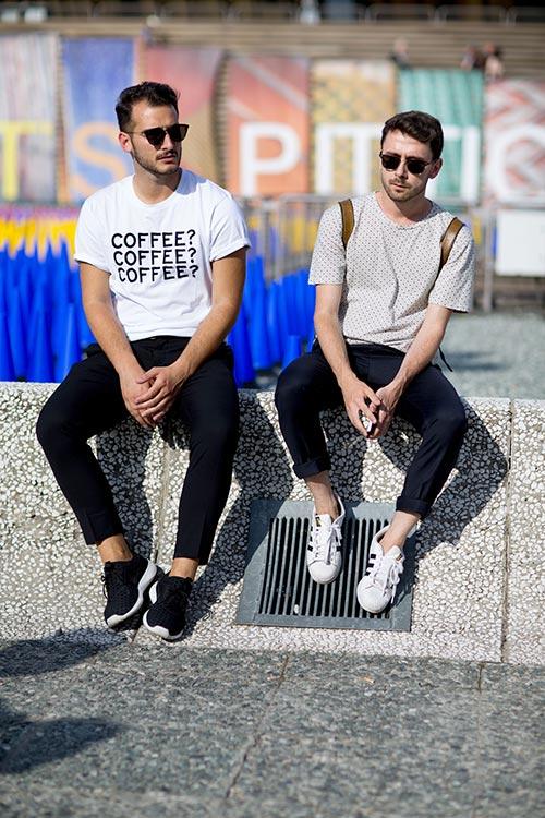 Tシャツ×黒パンツにスニーカーコーデ フリーイネバウーブン&スーパースター