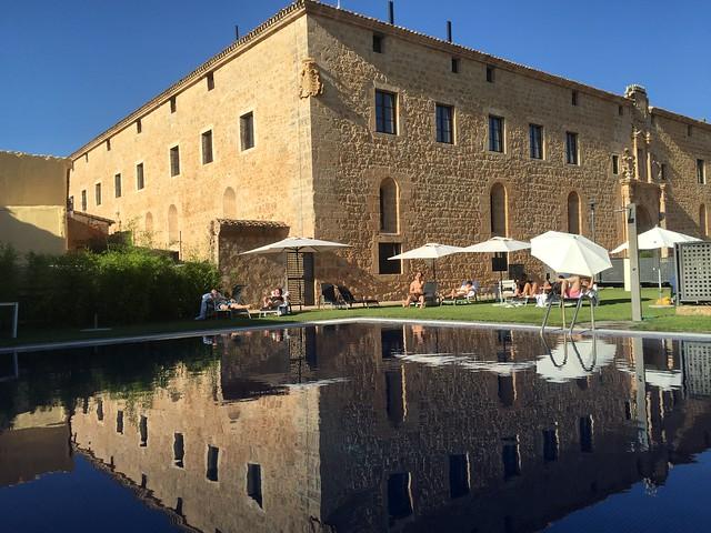 Piscina exterior del Hotel Termal Burgo de Osma