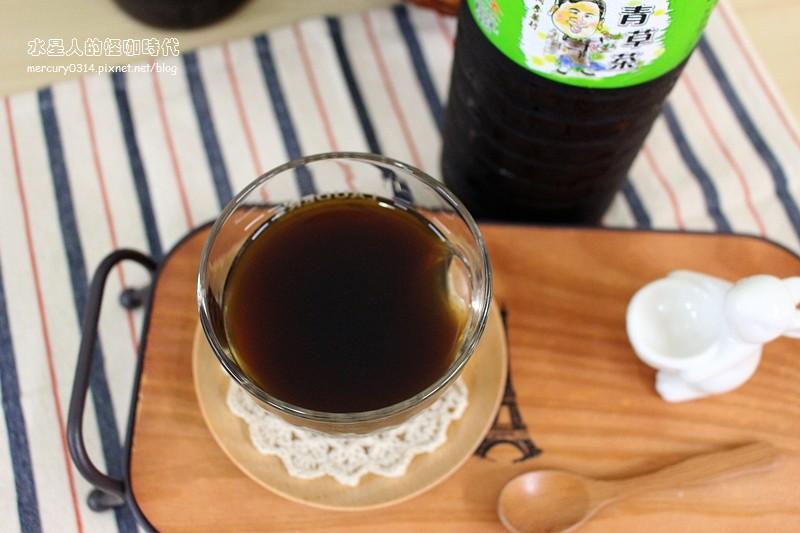 20085892111 411e6c4a7d b - 熱血採訪。台中北屯【大同參藥行】民國前就有的百年中藥行,網友推薦好喝養肝茶,比一般苦茶更順口回甘,還有清涼退火的青草茶,有通過農藥檢測的唷!