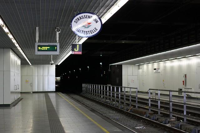 [219/365] UStrab | Wien Hbf
