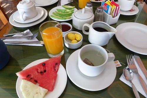 Continental breakfast minus bread