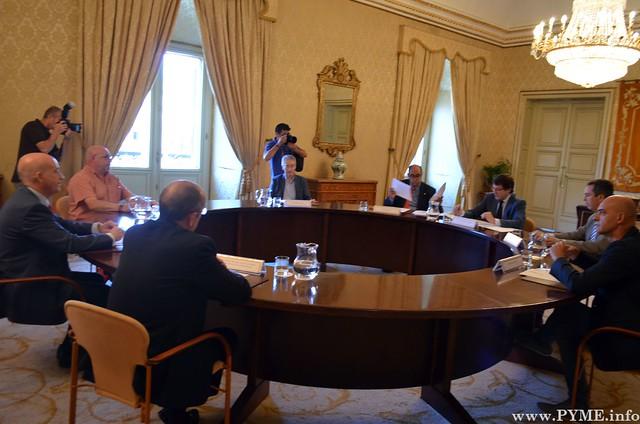 Constitución de la mesa del diálogo social en Salamanca.