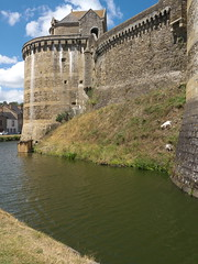 chã¢teau, castle, reservoir, tourism, river, water castle, canal, fortification, waterway, moat,