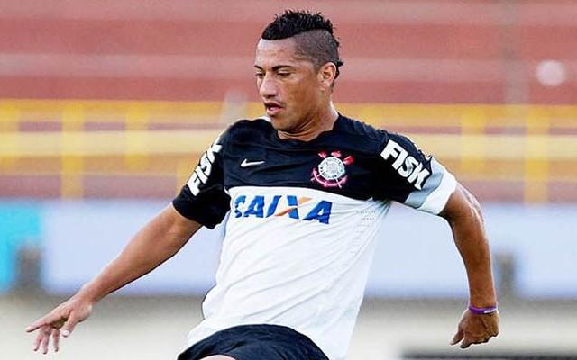 Corinthians faz oferta de renova��o a Ralf e espera resposta do jogador