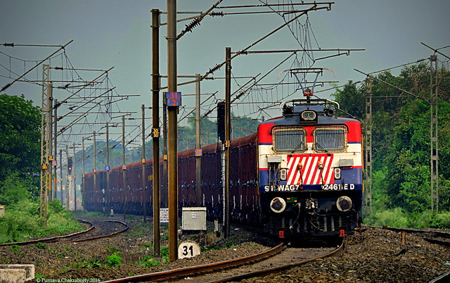 Indian Railways : Colorful ED WAG 7 tilting on a curve with loaded BCNA consist !
