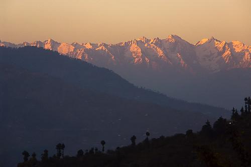travel sunset india mountain mountains tourism beautiful wow landscape geotagged lowlight dusk availablelight indian himachal himalayas himachalpradesh continuum mountainrange anindo kotgarh geo:lat=31316911 geo:lon=77482981 specland anindoghosh