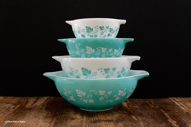 JAJ Pyrex 'Gooseberry' in turquoise (1959-62)
