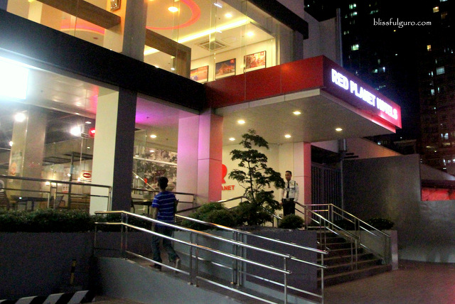 Red Planet Hotel Amorsolo