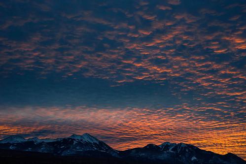 moab sunrise mantilasal mountains utah
