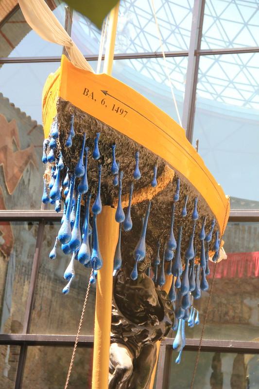 sculpture de Dali dans le musée de Figuéres