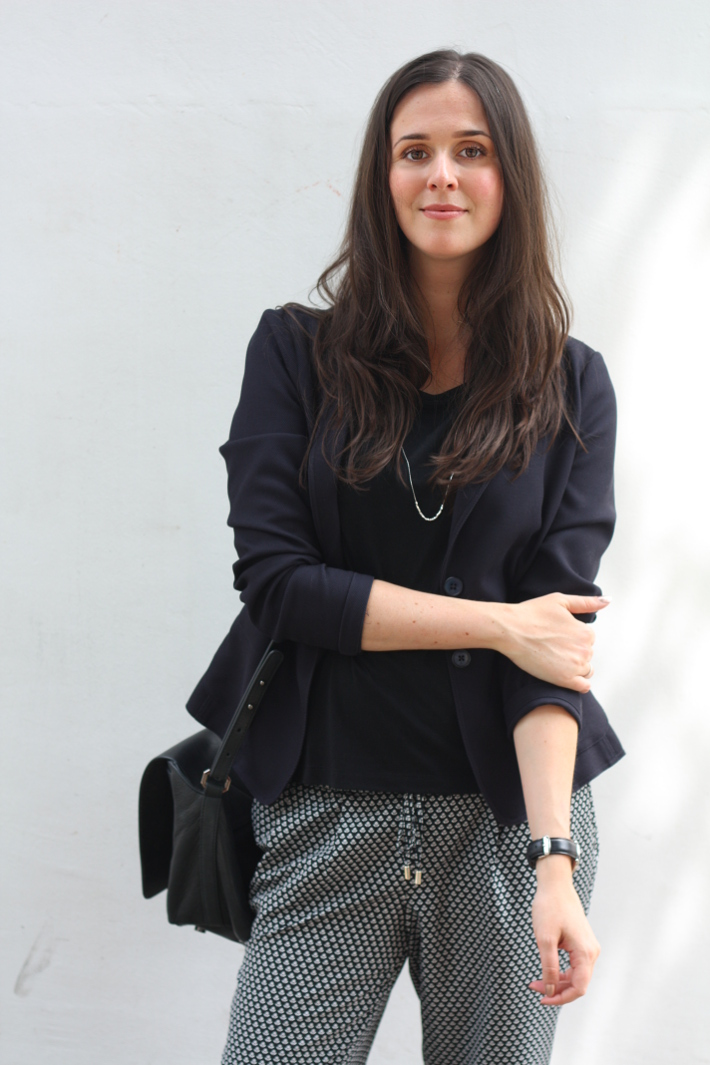 outfit: professional in relaxed printed trousers, s.Oliver blazer