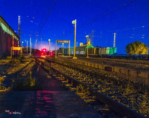 Viajeros en la noche