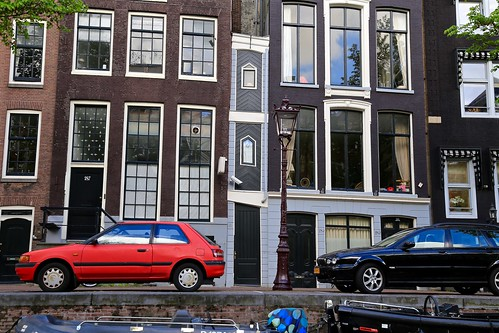 The smallest house in Amsterdam. 1 meter wide! If you used to live on the canal, you were taxed based on how wide your house was, which is why so many of these houses are so skinny. But 1 meter? Wow!