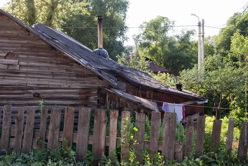 Покосившийся деревянный дом в Юрьеве-Польском