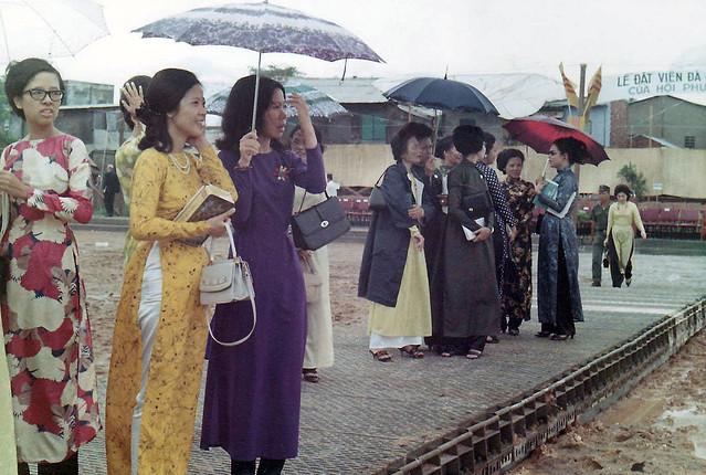 SAIGON 1971 - VI DAN Hospital - Lễ đặt viên đá đầu tiên xây dựng BV Vì Dân - by Richard L Iverson (2)