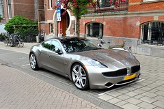ferrari california(0.0), maserati granturismo(0.0), sports car(0.0), automobile(1.0), vehicle(1.0), performance car(1.0), automotive design(1.0), fisker karma(1.0), sedan(1.0), personal luxury car(1.0), land vehicle(1.0), luxury vehicle(1.0), supercar(1.0),