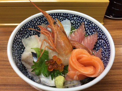 『海鮮丼の駅前』三宮店の海鮮丼