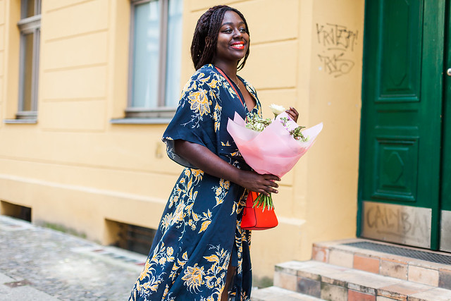 lois-floral-61  fashion week street style