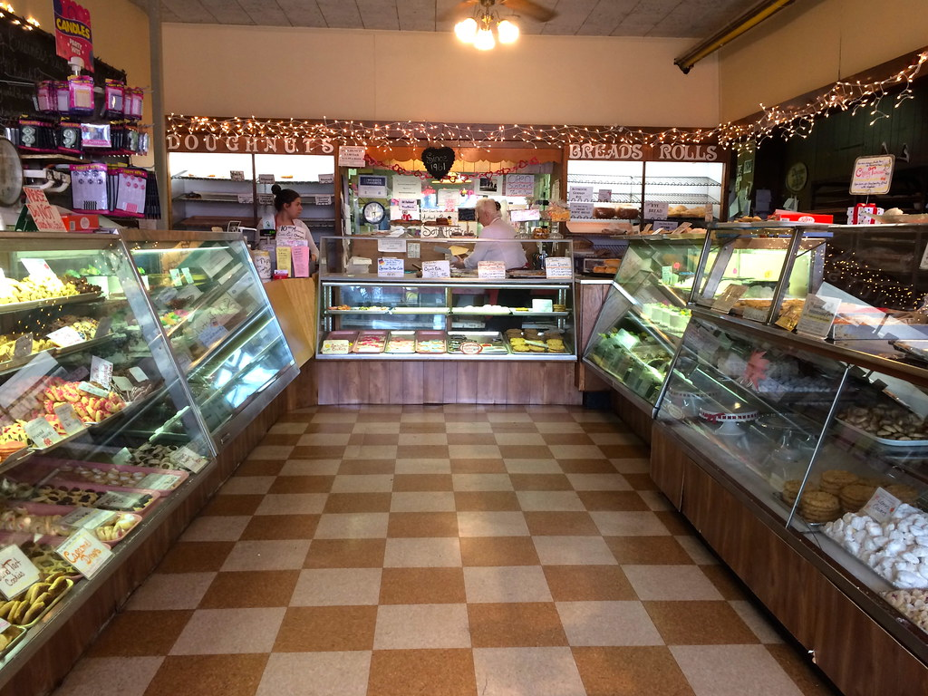 R. Weinrich's Bakery Newtown Square PA Pennsylvania Retro Roadmap
