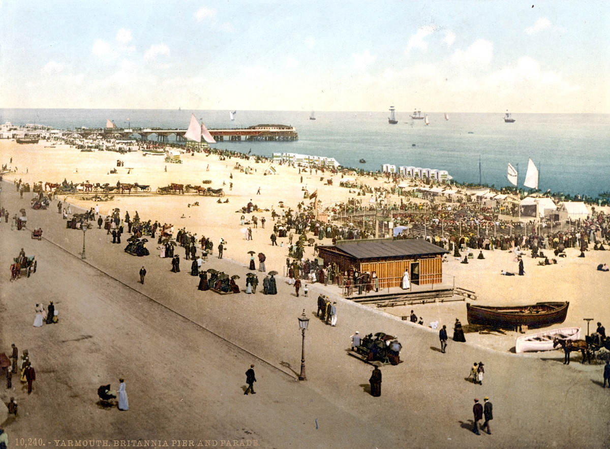 Great Yarmouth promenade and Britannia Pier, England, 1895