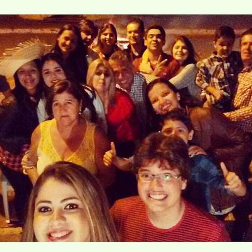 Isso sim é são João de verdade!  Família reunida, fogueira, comidaaaaas, fogos e muuuuito forró... Como todos os anos! 🎆🍖🌽🔥🌟👢  #amovocês  #amorincondicional #sãojoão #família #estavacomsaudades