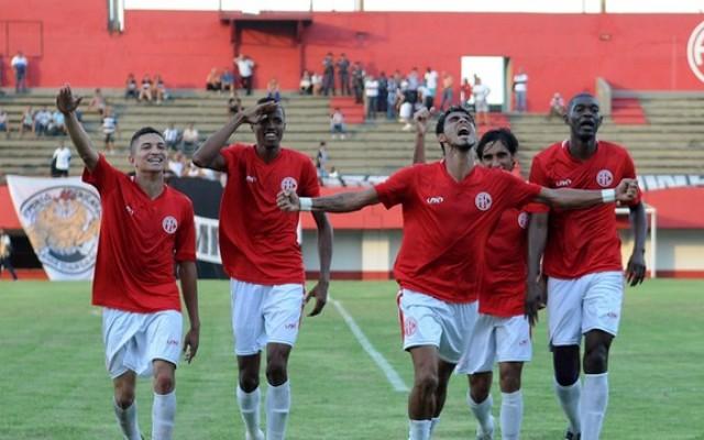 HEI DE TORCER!!! Am�rica derrota o Americano e garante retorno � elite do futebol do Rio