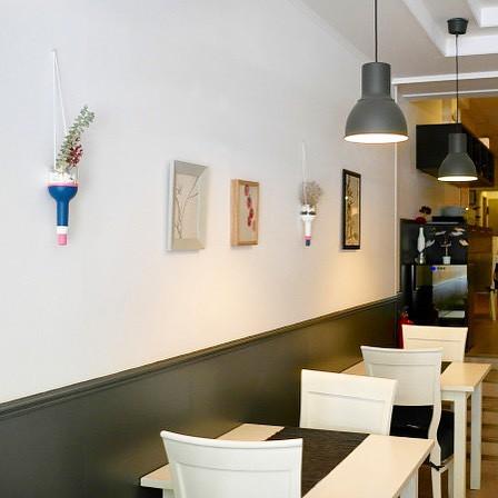 En el restaurante Melo-Jia carrer Còrsega 250 tienen Floatings personalizados. Disfruta de su comida y de sus piezas únicas!