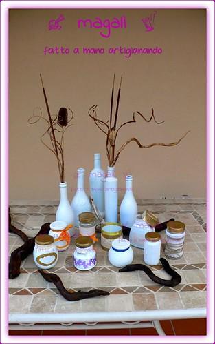 bottiglie e barattoli bianchi