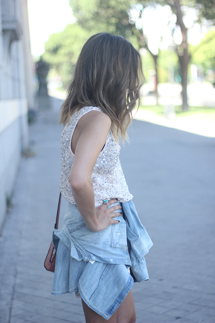 shorts and top with sequins summer outfits14