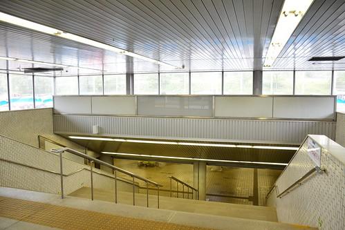 東成田駅:駅への階段