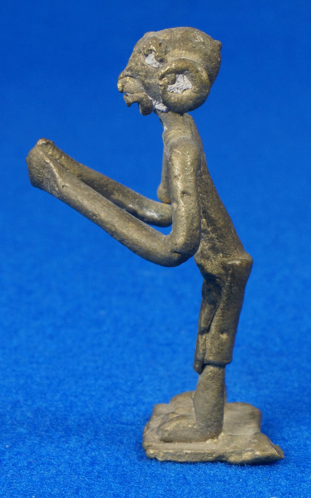 RD15104 4 Vintage African Hand Made Folk Art Primitive Figurines Solid Cast Brass Burkina Faso Yoruba West Africa DSC07111