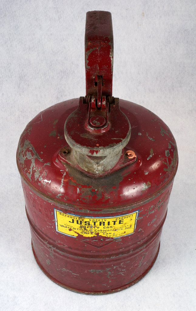 RD14619 Vintage Red JUSTRITE Chicago Safety Gasoline Can One Gallon DSC08107