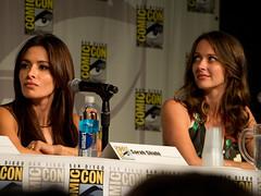 Amy Acker & Sarah Shahi Comic Con 14a