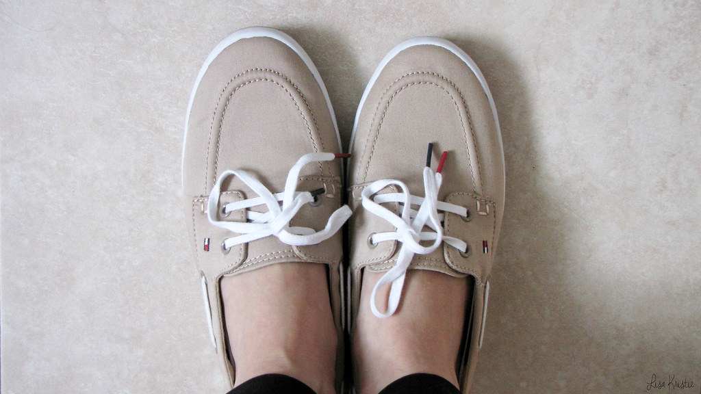 tommy hilfiger loafers shoes beige white laces shoelaces women's preppy classic outfit