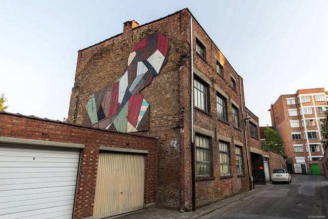 strook-street-art-recycled-doors-2.jpg.650x0_q70_crop-smart