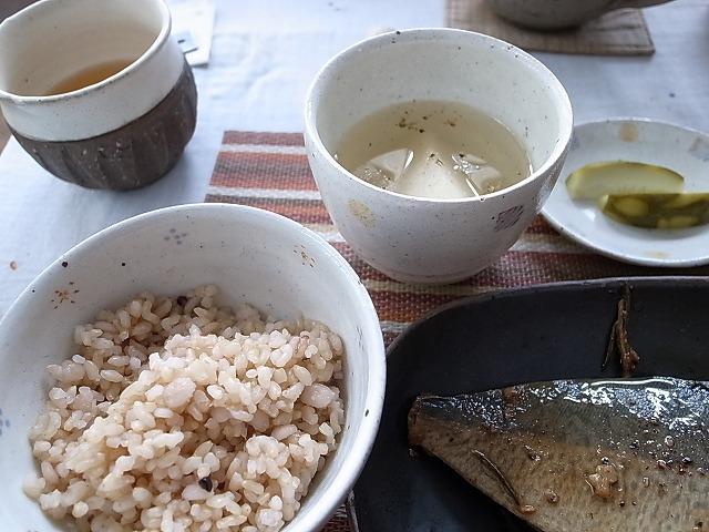 <p>i)玄米ご飯と野菜の汁物もつきます。</p>